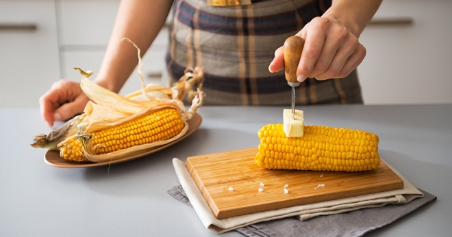 What vitamins are in cooked corn?