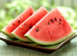 how many carbohydrates in a watermelon