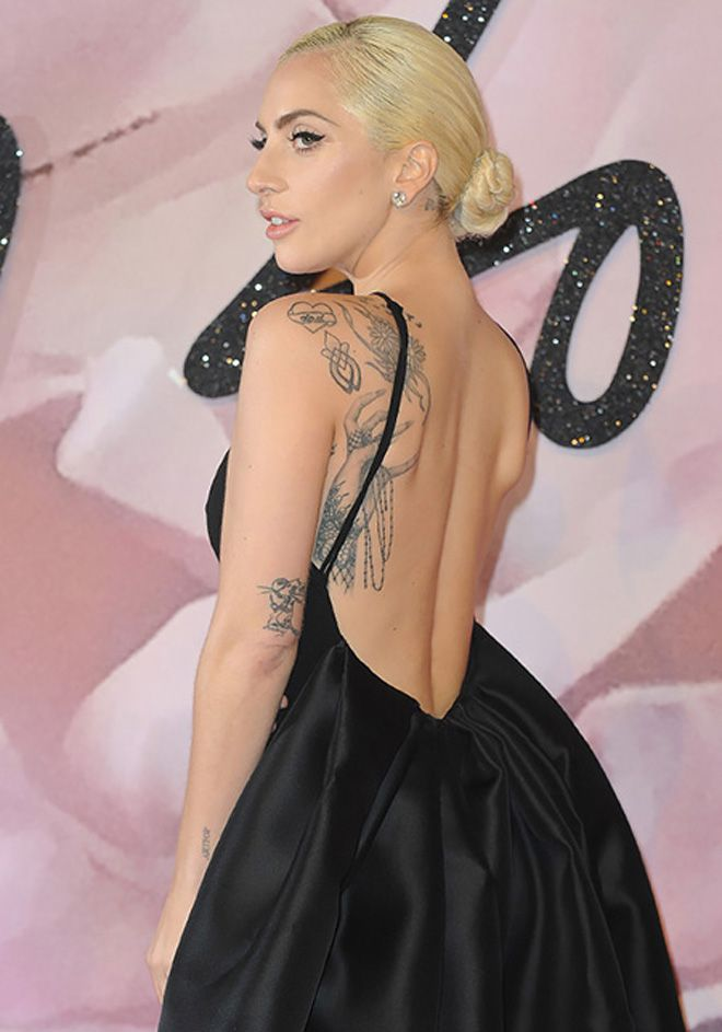 On the arm of Lady Gaga, a new tattoo has appeared!